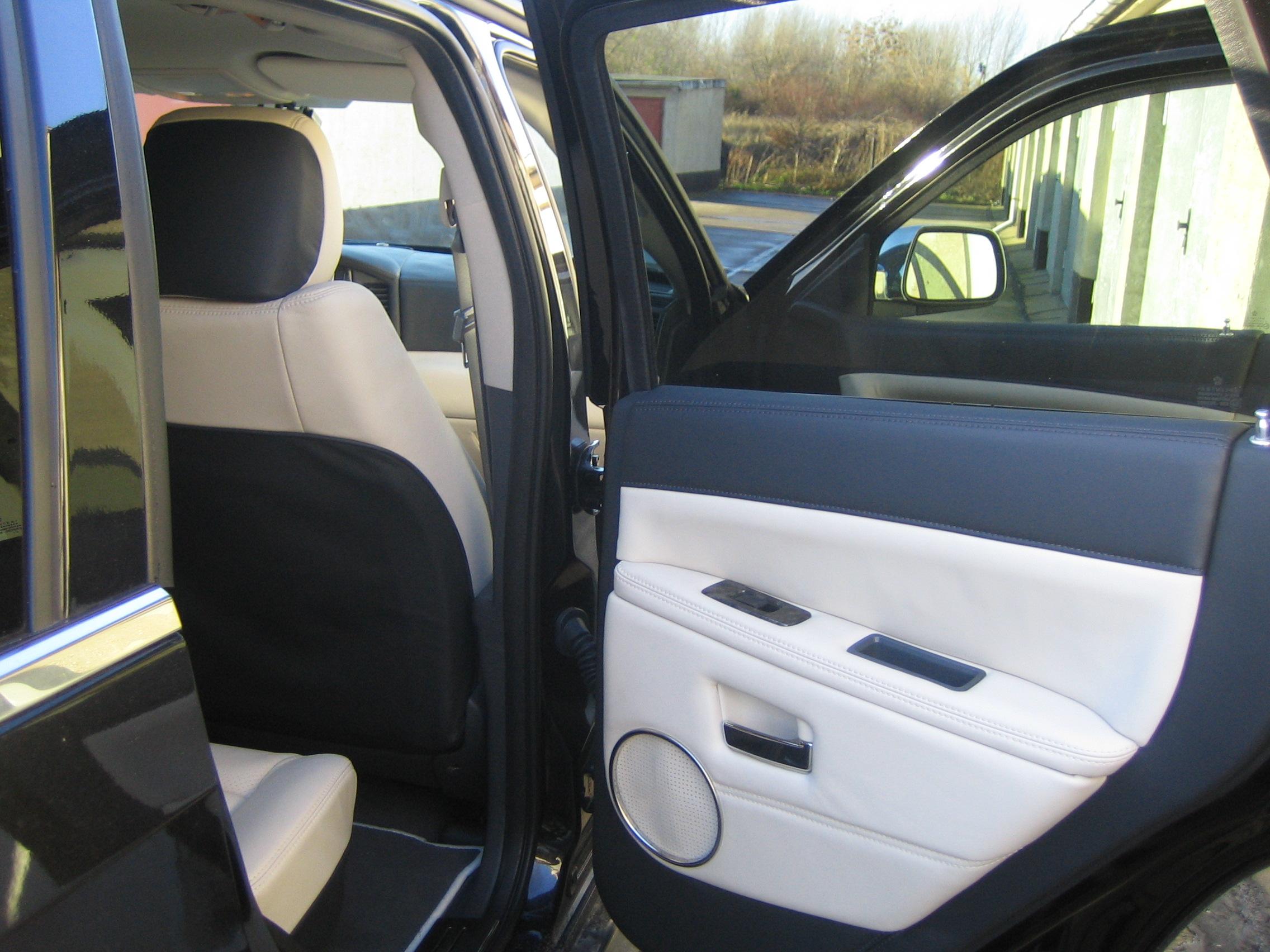 Ledersitze - Innenausstattung für Fahrzeuge 012